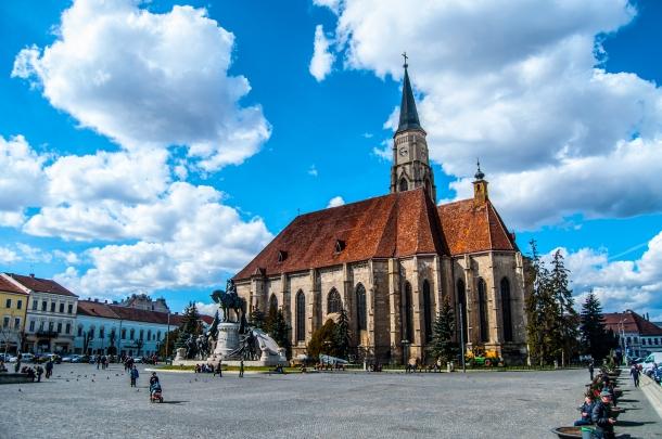 Biserica Sf. Mihail și Statuia lui Matei Corvin