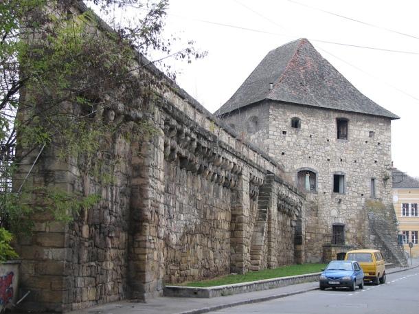 Vechi zid de incintă
