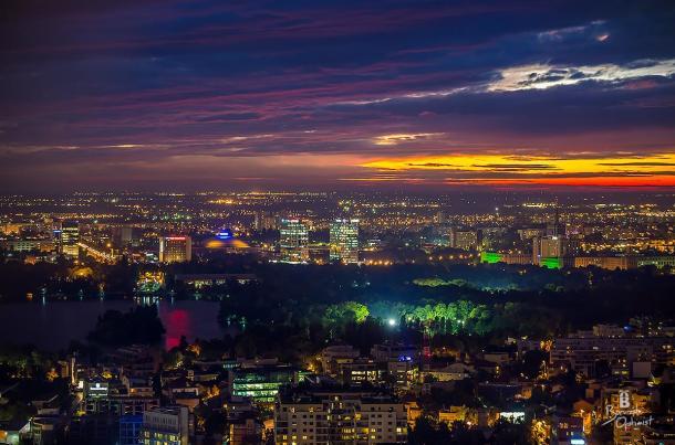 Vedere panoramică, noaptea